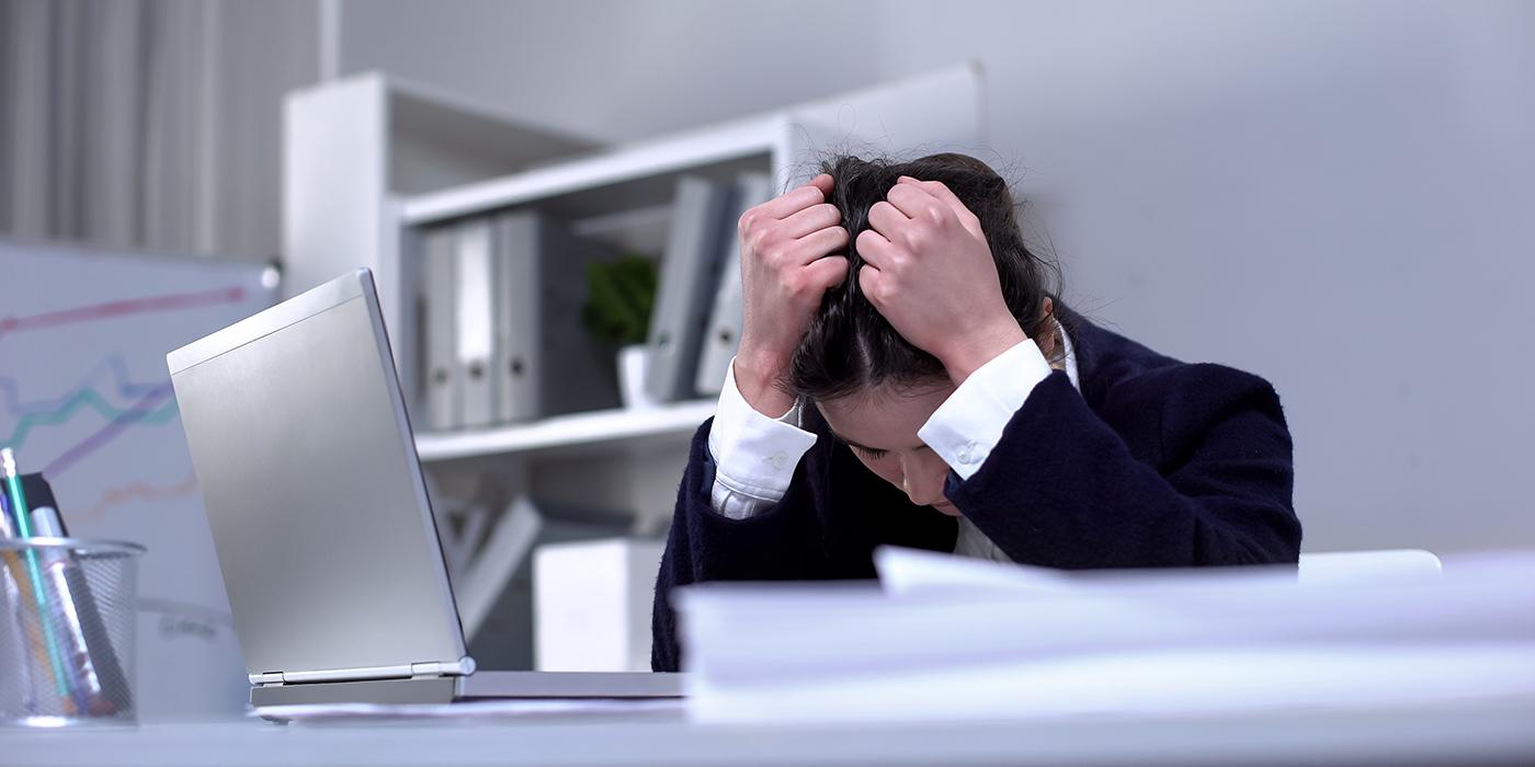 Kako priti iz osebne krize? »Če si do vratu v dreku, ne skloni glave!« - Milan Krajnc